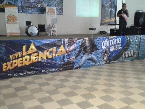 Parte de la publicidad en el escenario durante la OT 4.